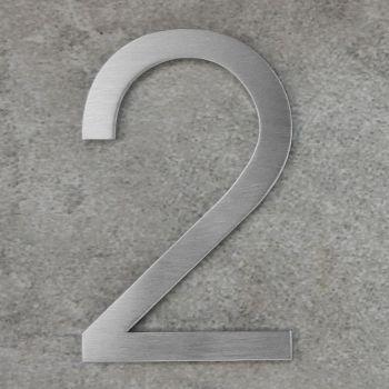 Huisnummer 2 plakken